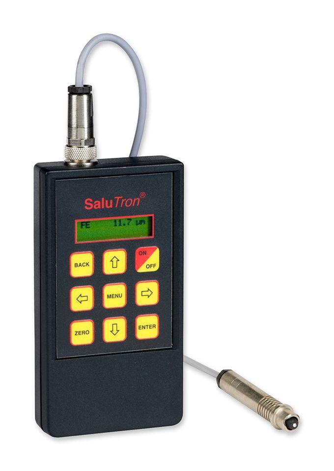 Das Schichtdickenmessgerät SaluTron D1 mit externer Sonde