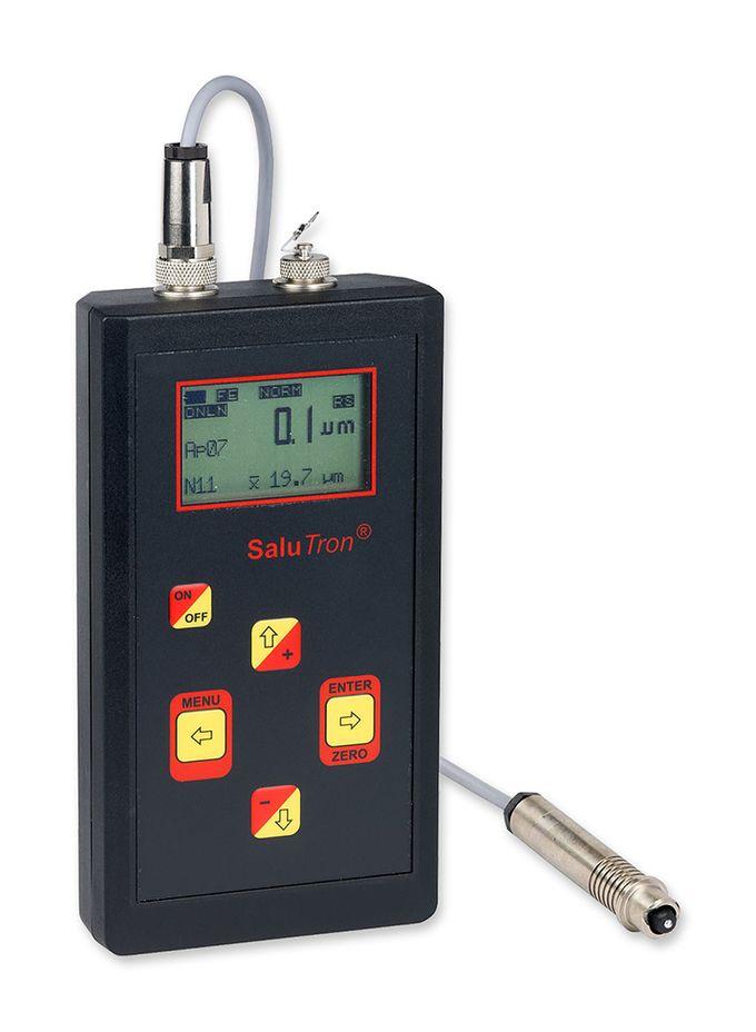 Das Schichtdickenmessgerät SaluTron D2X mit externer Sonde